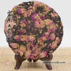 Черный чай и розы