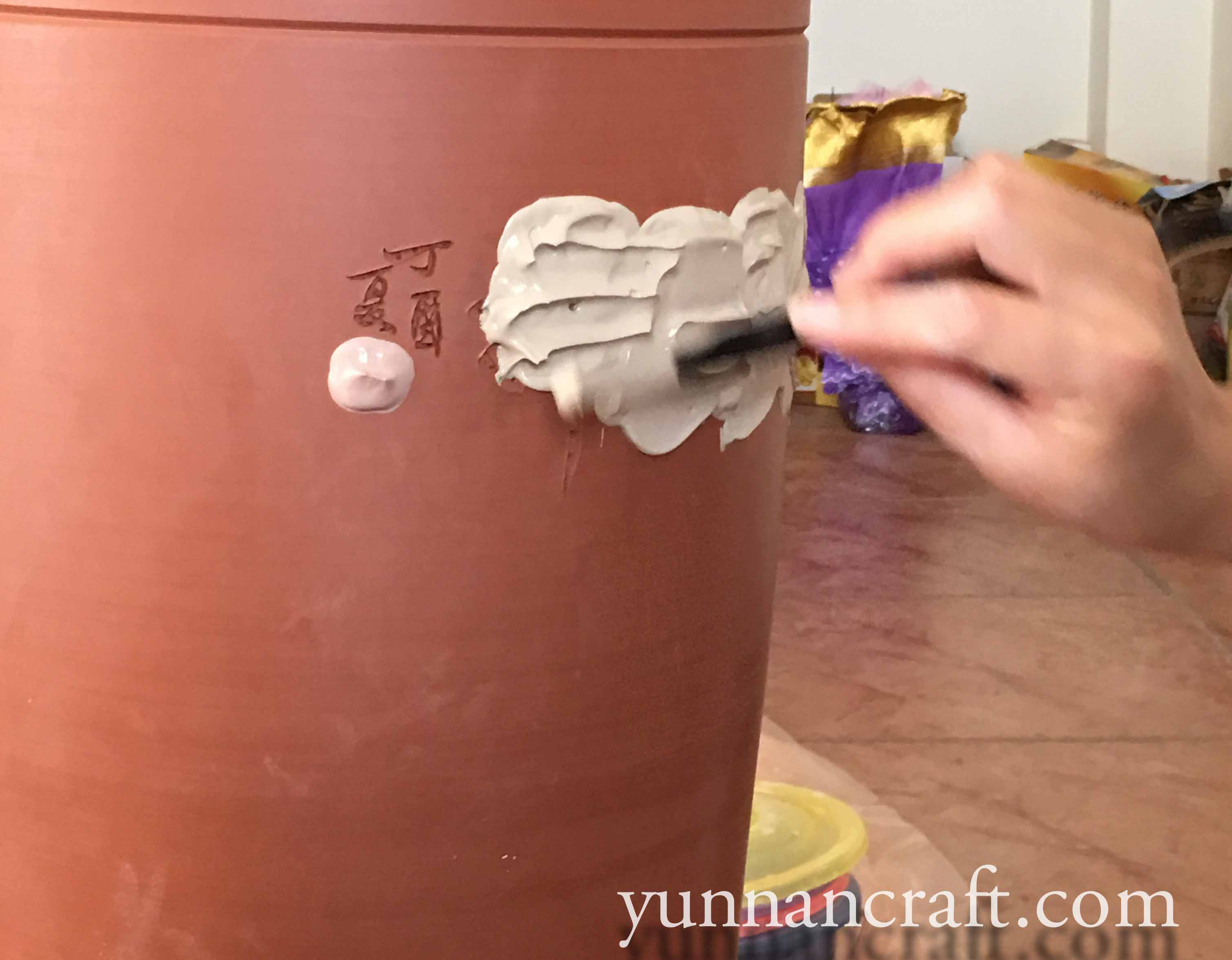 Carving into the Jianshui Clay
